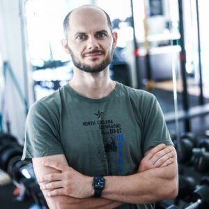 Piotr Brzezicki trener personalny FitNow